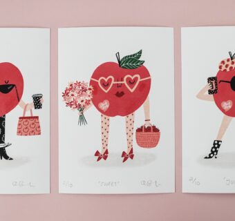 Deck the walls… with a limited-edition Pink Lady® print!